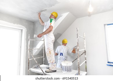Putty plaster on the wall. Plastering wall or coating wall.
