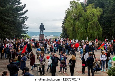 PYATIGORSK, RUSSIA - MAY 09, 2018: On Victory Day at the monument to Lenin in Pyatigorsk,Northern Caucasus,Russia.