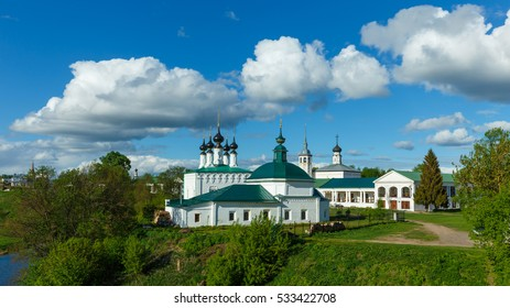 Pyatnitskaya Church, the Church of entry into Jerusalem and Shopping arcades in Suzdal.