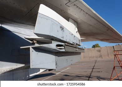 Pylon under the wing of a military aircraft for hanging missiles and bombs