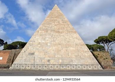 Pyramid of Cestius ( tomb for Gaius Cestius ), ancient pyramid in Rome, Italy