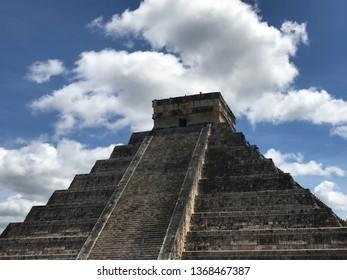 Pyramid at Chichen Itza, Yucatán, Mexico