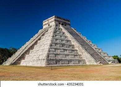 Pyramid Kukulkan in ancient Mayan city Chichen Itza, Mexico