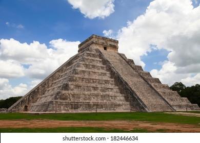 Pyramid Kukulkan, Chichen Itza, Mexico