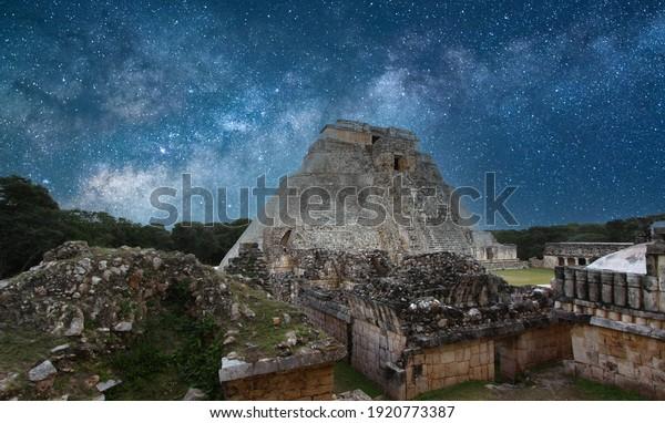 Pyramide du magicien, en ruines d'Uxmal, Yucatan, Mexique