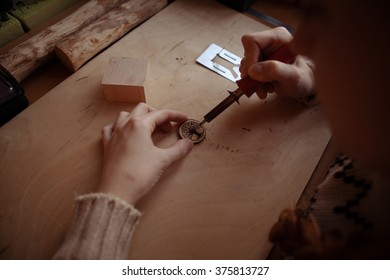 Pyrography workshop by redhead girl