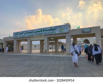 QARNUL AL MANAZIL, TAIF, SAUDI ARABIA-JANUARY 22, 2018: Unidentified Muslim pilgrims in white ihram cloth in Taif, Saudi Arabia.