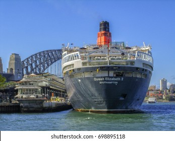 QE2 ship docked at Sydney Harbour 20th February 2007