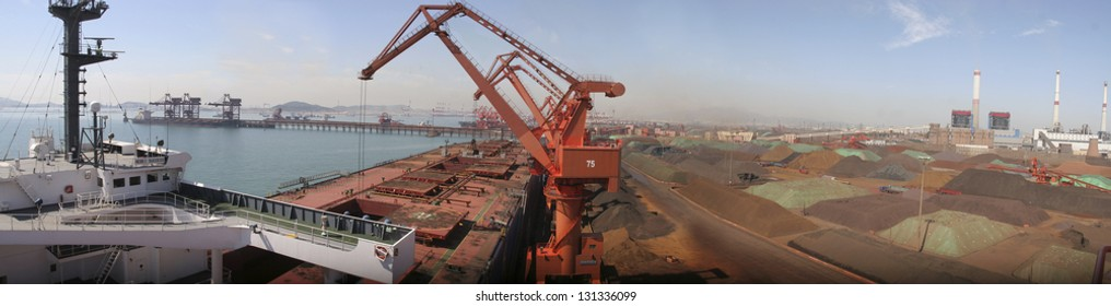 Qingdao Port, China iron ore trade wharf, the world's largest trade of iron ore imports in 2012 over 1400 tons, the world's most efficient port handling.