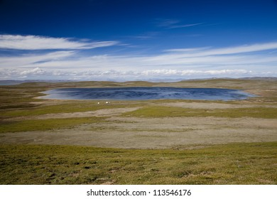 Qinghai Tibet Plateau nature with many lakes
