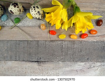 Quail eggs with a colerful composition with daffodils/narcissus at wooden background