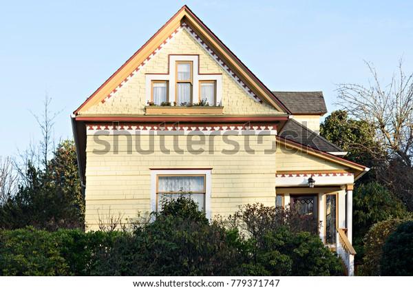 Quaint House in the Neighborhood