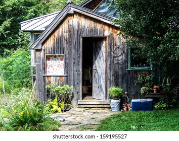 Quaint TIny House Cabin in Rural Forest