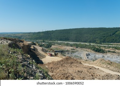 Quarry with extraction of mineral resources