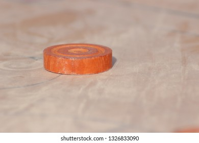 queen disc of carom game on board
