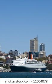 Queen Elizabeth 2 cruise ship on final voyage in sydney harbor australia