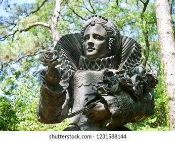 Queen Elizabeth Statue in the Elizabethan Gardens of North Carolina