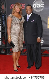 Queen Latifah & father at the 2007 American Music Awards at the Nokia Theatre, Los Angeles. November 19, 2007  Los Angeles, CA Picture: Paul Smith / Featureflash
