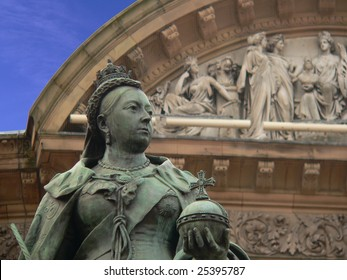 queen victoria of england in front of the council building of birmingham