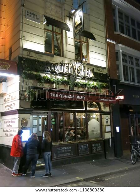 Bars Near Piccadilly Circus >> Queens Head Pub Near Piccadilly Circus Stock Photo Edit Now