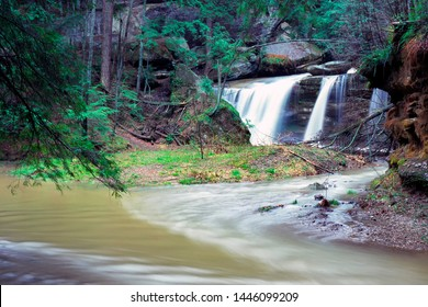 Queer Creek Falls, Queer Creek, Hocking Hills State Park, Ohio, USA