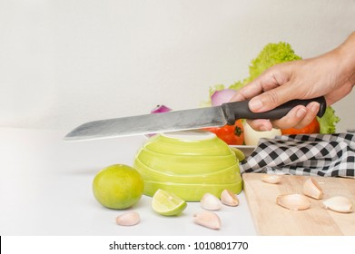 quick way to sharpen knife temporary with ceramic bowl , kitchen tips,1. place blade at 30 degree angle, push knife forward 2. twist your wrist 3.pull backward, do at least 4 times for each side