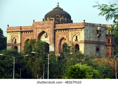 Quila-I-Kuhna mosque at Old Fort, New Delhi. The Quila-I-Kuhna mosque was built by Sher Shah Suri, the emperor of Northern India, in 1541.
