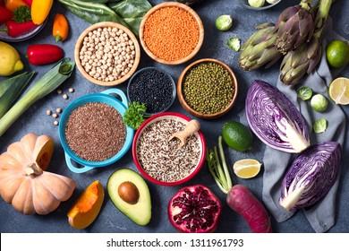 Quinoa, mung beans, seed flex, red, black lentils, chickpeas, healthy vegan cooking ingredients, fresh vegetables und legumes, clean eating concept