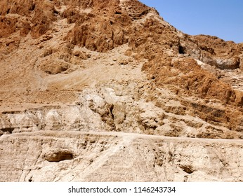Qumran caves where ancient israel people lived.