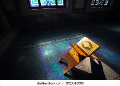 Quran Images Photos Et Images Vectorielles De Stock Shutterstock