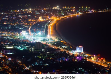 Quy Nh?n city at night from high view