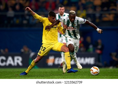Raba of Villarreal and Bolingoli of Rap Wien battle for the ball during the match of the Europa League between Villarreal CF and Rapid Wien at La Ceramica Stadium Villarreal, Spain on October 25, 2018