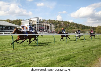 Racehorses racing out of the home straight and past the Grandstands at Nottingham. Nottingham Racecourse, Nottinghamshire, UK : 1 May 2018