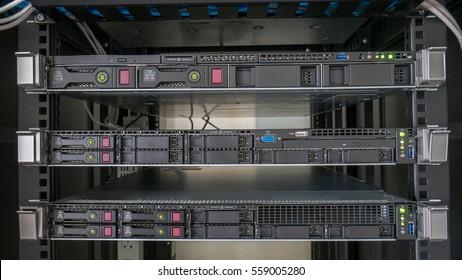 Rack server in rack cabinet
