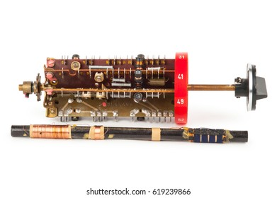 Radio band selector with magnetic antenna