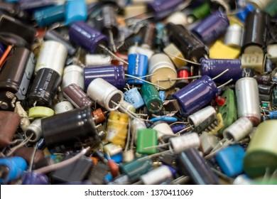 radio element capacitors