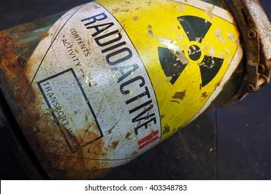 Radioactive container
