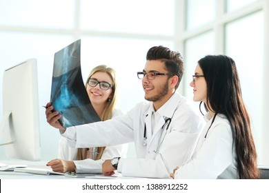 radiologist and his colleagues discuss the x-ray of the patient