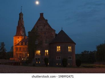 The Raesfeld water castle by night