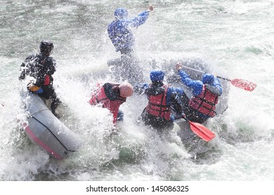 Rafting as extreme and fun team sport