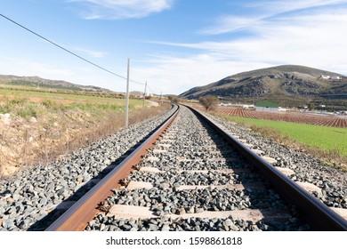 railroad-tracks-towards-curve-transporta
