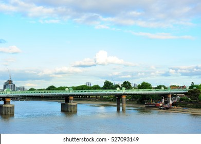 Railway bridge over the river Thames in Putney, London, England, UK