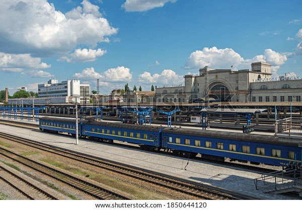 railway-station-dnipro-city-old-600w-185