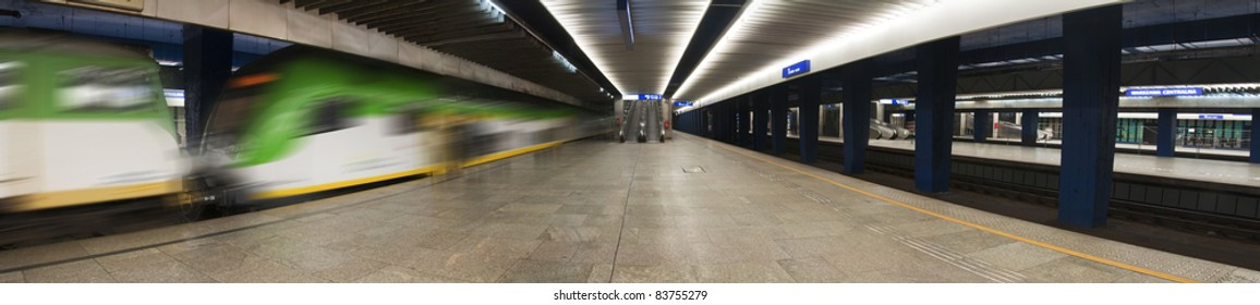 """railway station in Poland -""""Warszawa Centralna"""""""
