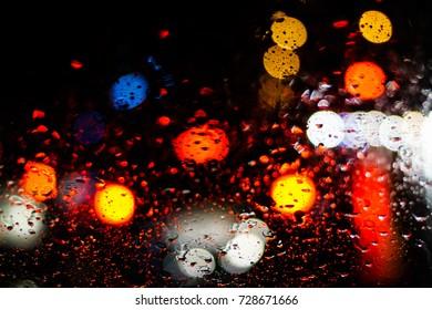 Rain drops on car glass while it rains.