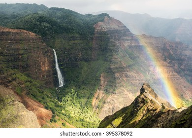 Rainbow according to the Waimea Canyon, Kauai, Hawaii-2