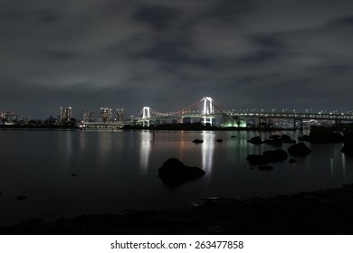 Rainbow bridge tokyo at night