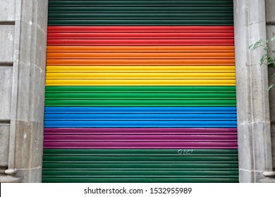 Rainbow colors on roller shutter
