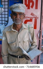 RAJASTHAN, INDIA - MARCH 08, 2006: Veteran old soldier in army uniform calls for help in the streets of Jaipur historic city center