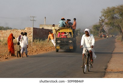 RAJASTHAN, INDIA - MARCH 14, 2006: Traffic of people and vehicles on road to Naila